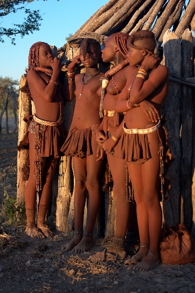 namibia-country-lodges-himba2
