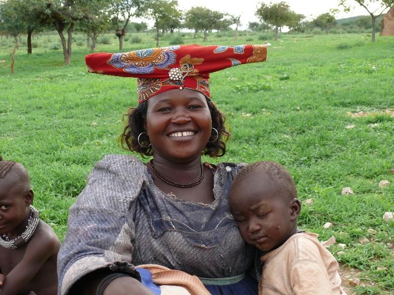 namibia-country-lodges-herero-lady-child